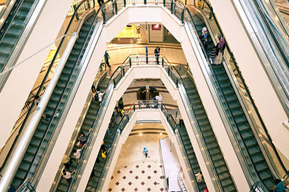 5f479b405e7a0 Where Are They Now: The Great Suburban Mall Store Demise - Racked