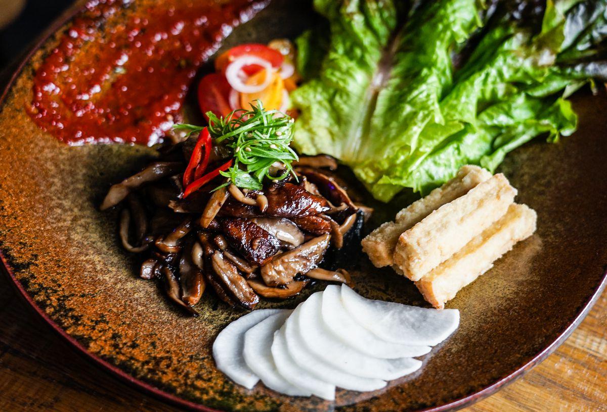 korean ssam with lettuce, mushrooms, tofu