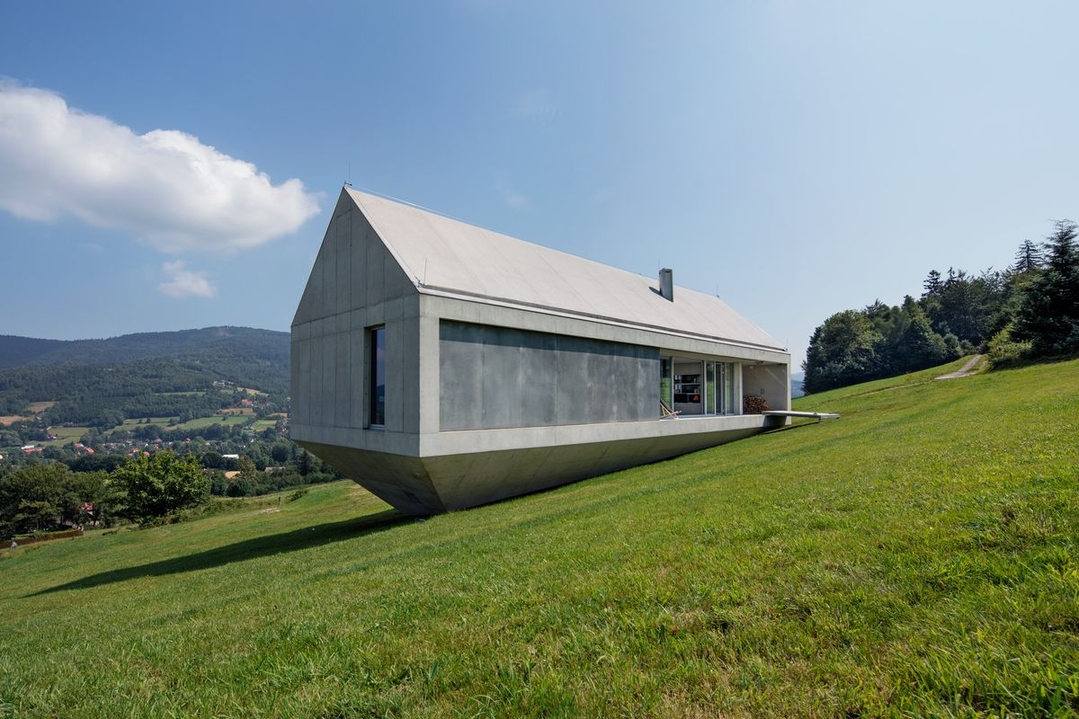 Concrete Ark House Offers Beautiful Views And Privacy