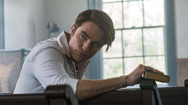robert pattinson holds a bible in the devil all the time