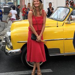 Gisele Bundchen channeled an off-duty Carmen Sandiego at the Chanel cruise 2017 show in Havana, Cuba yesterday. Click through to shop her colorful look at non-Chanel prices!