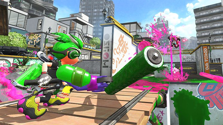 This Splatoon 2 screenshot shows a player character with green hair and a green paintroller turned away. In the distance, a character flies through the air, spilling two streams of pink paint to the ground.