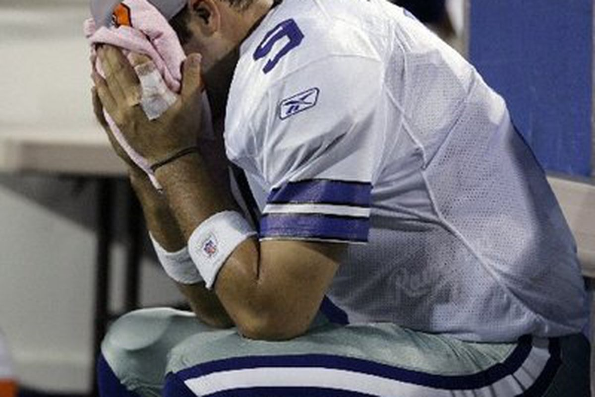 """Hopefully we'll be seeing a lot of this on Sunday (via <a href=""""http://blogs.tampabay.com/juice/images/2007/10/31/romo.jpg"""">blogs.tampabay.com</a>)"""