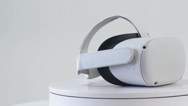 product image showing a white Oculus Quest 2 headset on a pedestal against a white background