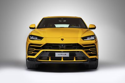 urus front view
