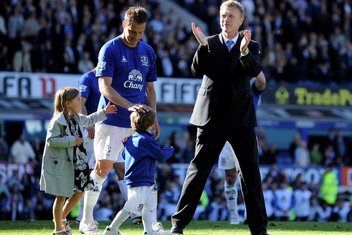 Moyes leads the end-of-season lap of honour.