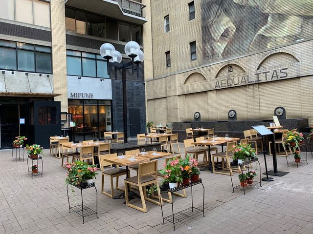 Tables and chairs set up in an outdoor courtyard
