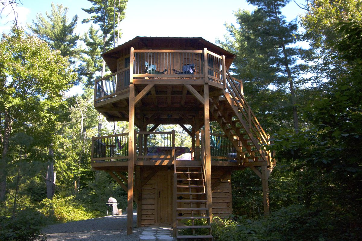 luxury cabin deal log cozy tobyhanna area ha image yards poconos from beach home bed backyard s the cabins majestic property in w conservation