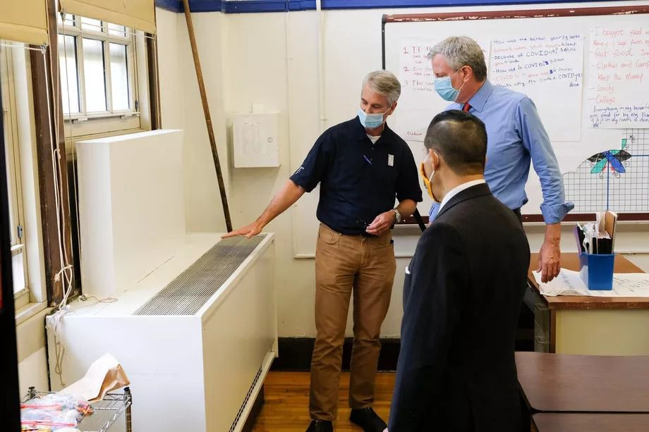 Mayor Bill de Blasio checks out the ventilation system in a city school during the pandemic.