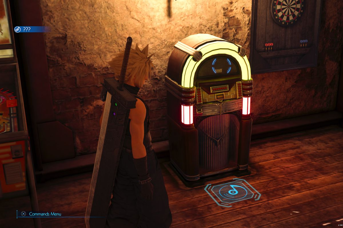 Cloud stands in front of a jukebox in Final Fantasy 7 Remake