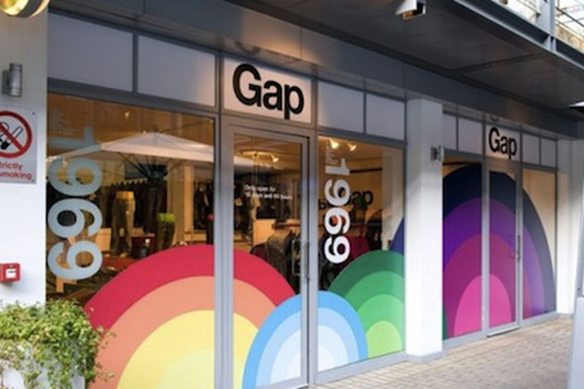 """Gap opened a pop-up store in London in 2009, via <a href=""""http://www.freshnessmag.com/2009/09/14/gap-40th-anniversary-london-pop-up-store/"""">Freshness</a>"""
