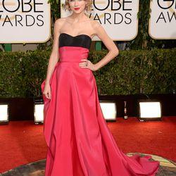"Taylor Swift says her Carolina Herrara dress is ""cherry red,"" but it looks pink on camera, no?"