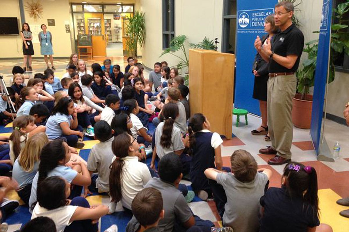 DPS Superintendent Tom Boasberg speaks to students at Escuela Valdez about academic growth.