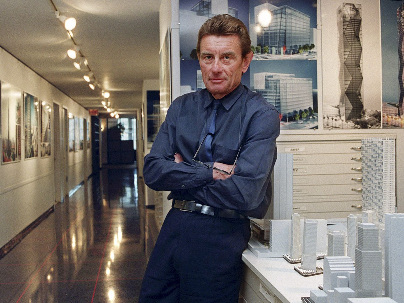 Chicago architect Helmut Jahn in his 35 E. Wacker offices in 2000.