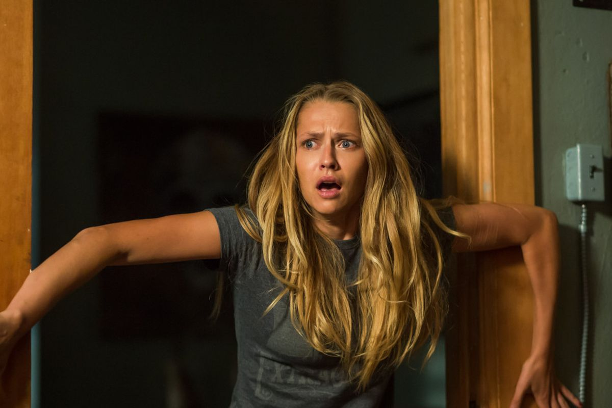 Teresa Palmer Gets Very Scared When Its Lights Out -2495