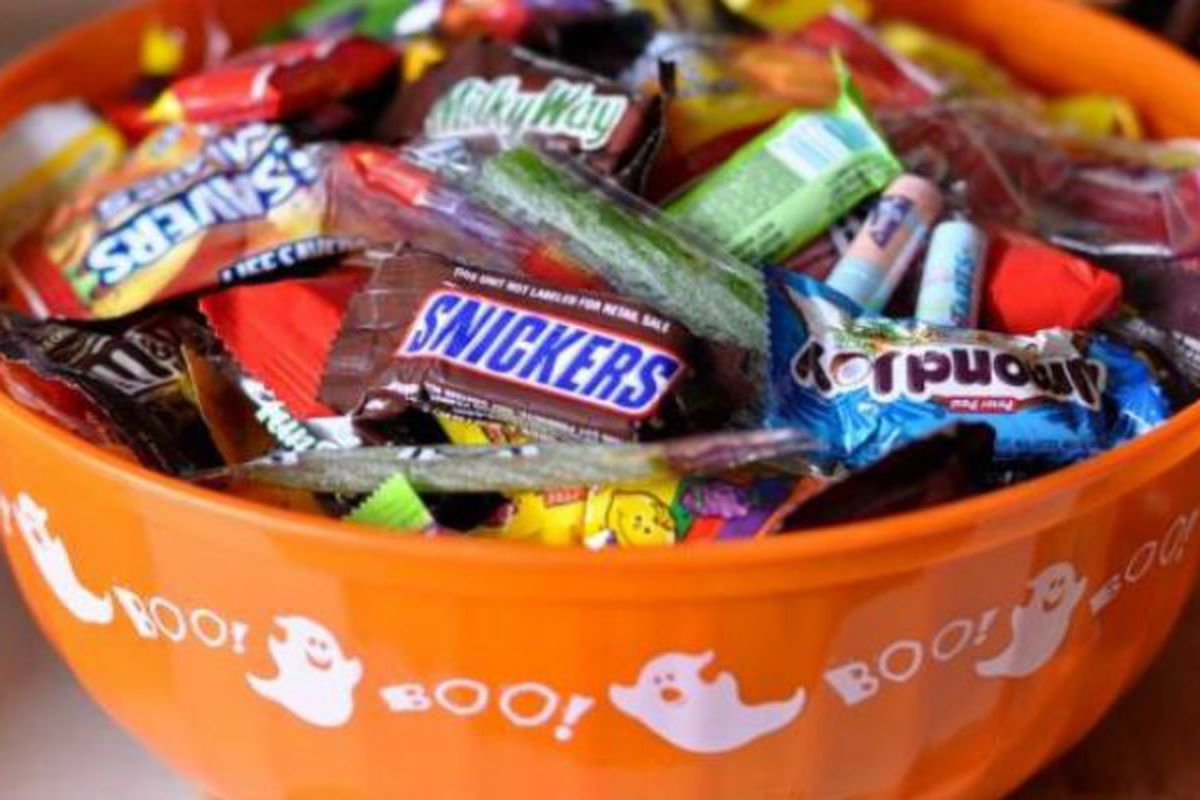 wrnl roundtable: halloween candy - wide right & natty lite