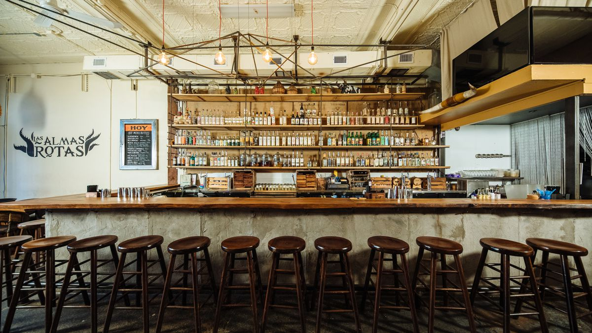 The bar at Las Almas Rotas