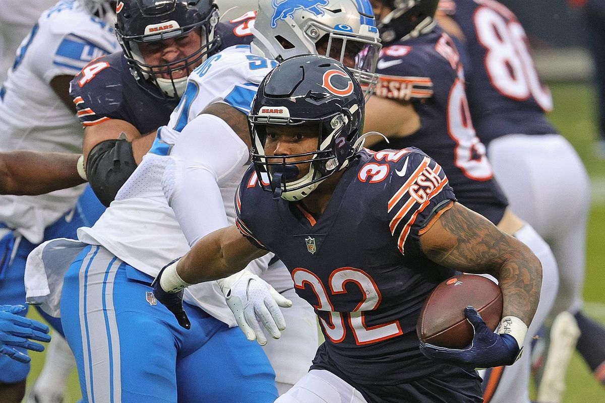 David Montgomery #32 of the Chicago Bears runs for a touchdown against the Detroit Lions at Soldier Field on December 06, 2020 in Chicago, Illinois.