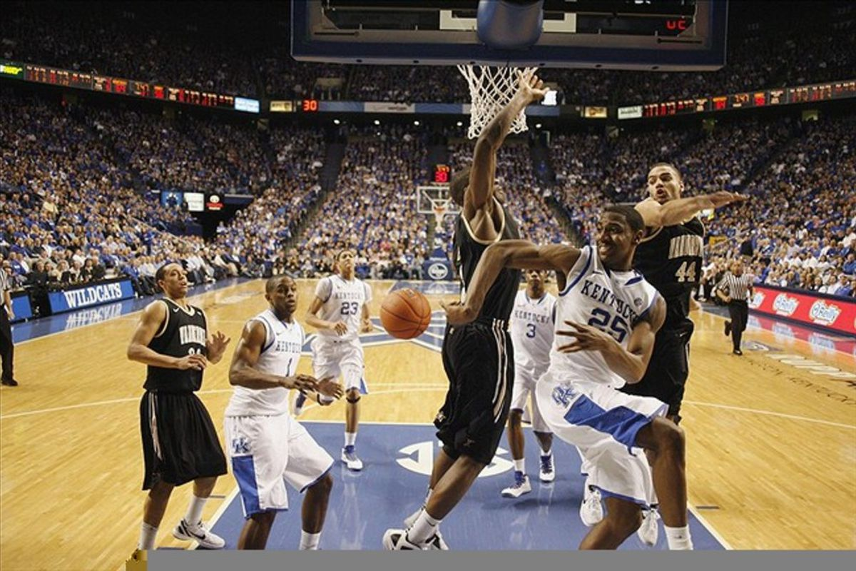 Teague did this quite a bit, and that led to waaaaay too many layups for Kentucky.