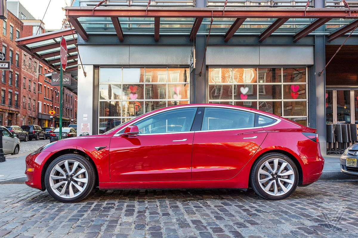 The 220 Mile Version Of Tesla S Est Car Arrives Three Years After It Was Announced