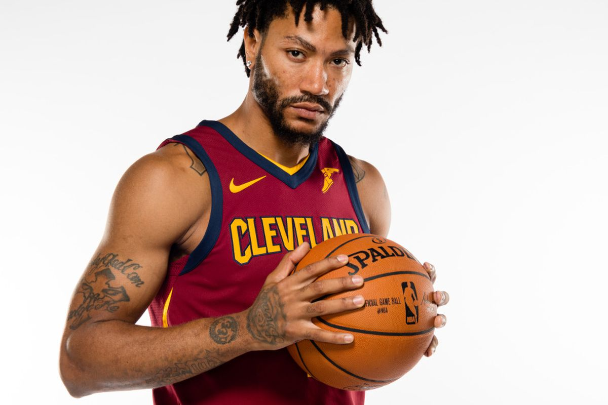1fc435ac7366 Derrick Rose poses at Cavs media day looking drastically different ...