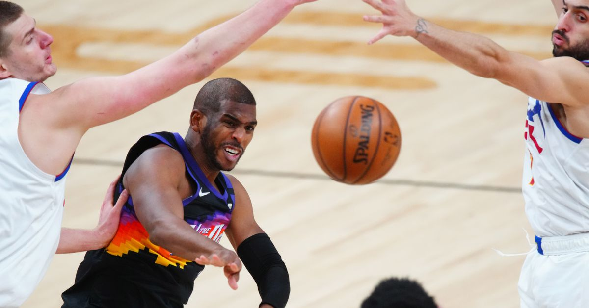 Chris Paul records 15-point, 15-assist, zero-turnover game for third time in playoff career