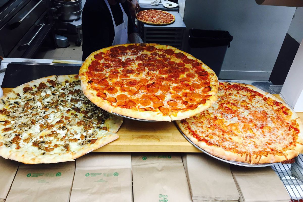 Little Deli pizza