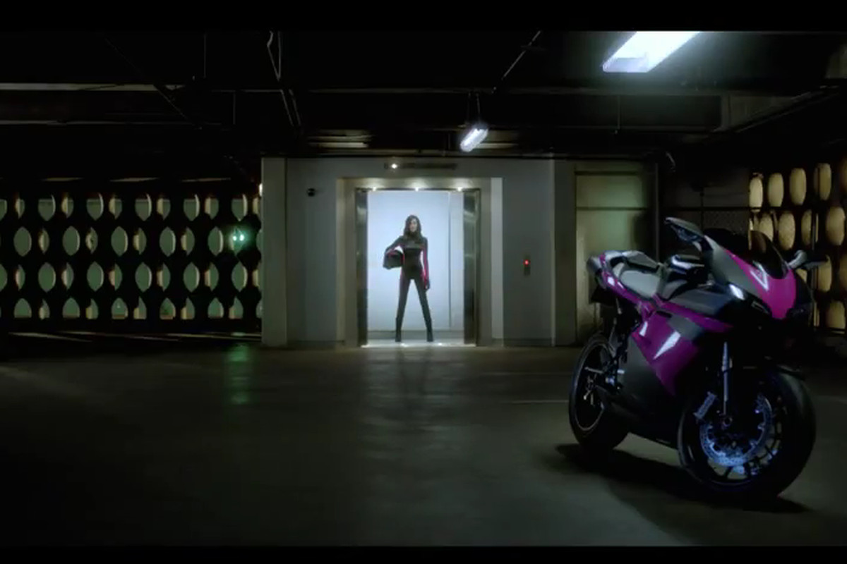 T-Mobile Carly Ad New