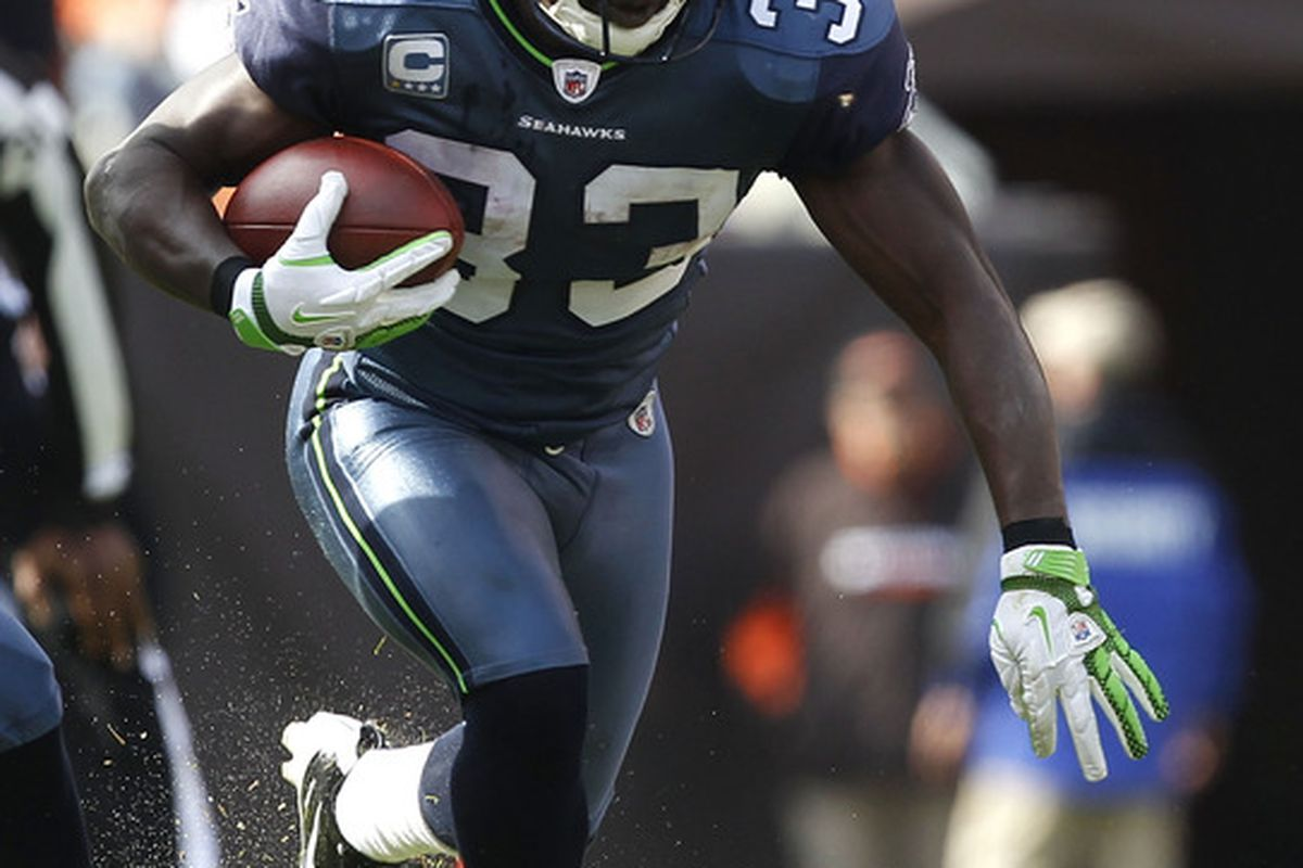 CLEVELAND, OH - OCTOBER 23:  Running back Leon Washington #33 of the Seattle Seahawks runs the ball against the Cleveland Browns at Cleveland Browns Stadium on October 23, 2011 in Cleveland, Ohio.  (Photo by Matt Sullivan/Getty Images)