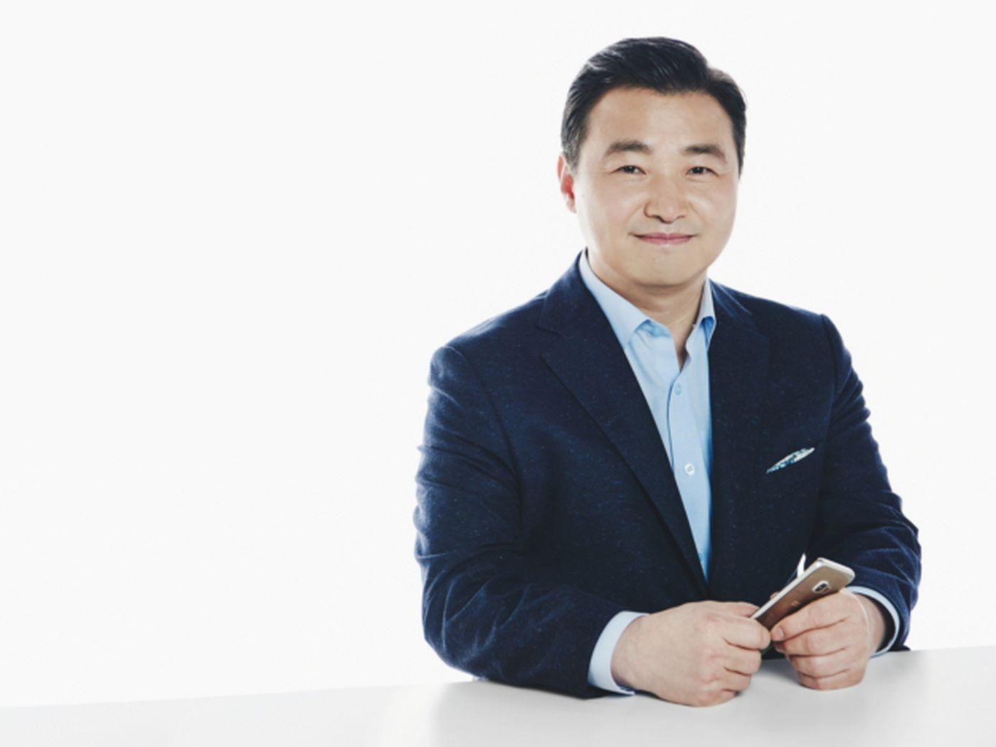 Samsung names Roh Tae-moon new smartphone boss - The Verge