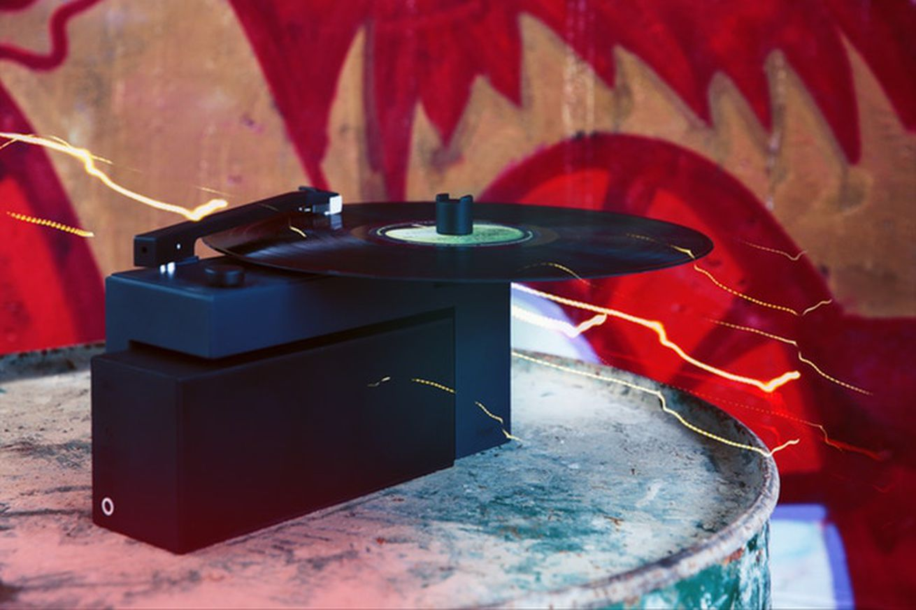 this tiny turntable comes with a removable bluetooth speaker