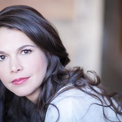 Sutton Foster will perform as this year's featured guest artist at the Mormon Tabernacle Choir's annual Christmas concerts.