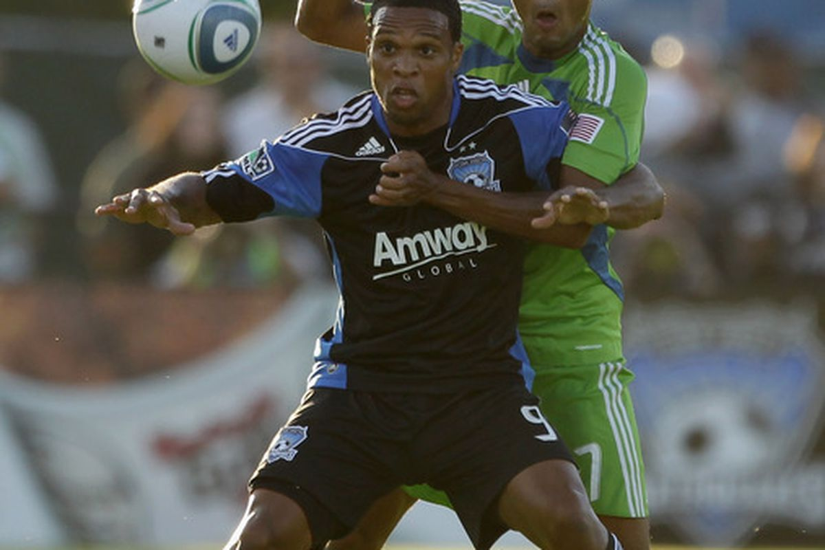 SANTA CLARA CA - JULY 31:  James Riley #7 of the Seattle Sounders FC and Scott Sealy #9 of the San Jose Earthquakes go for the ball at Buck Shaw Stadium on July 31 2010 in Santa Clara California.  (Photo by Ezra Shaw/Getty Images)