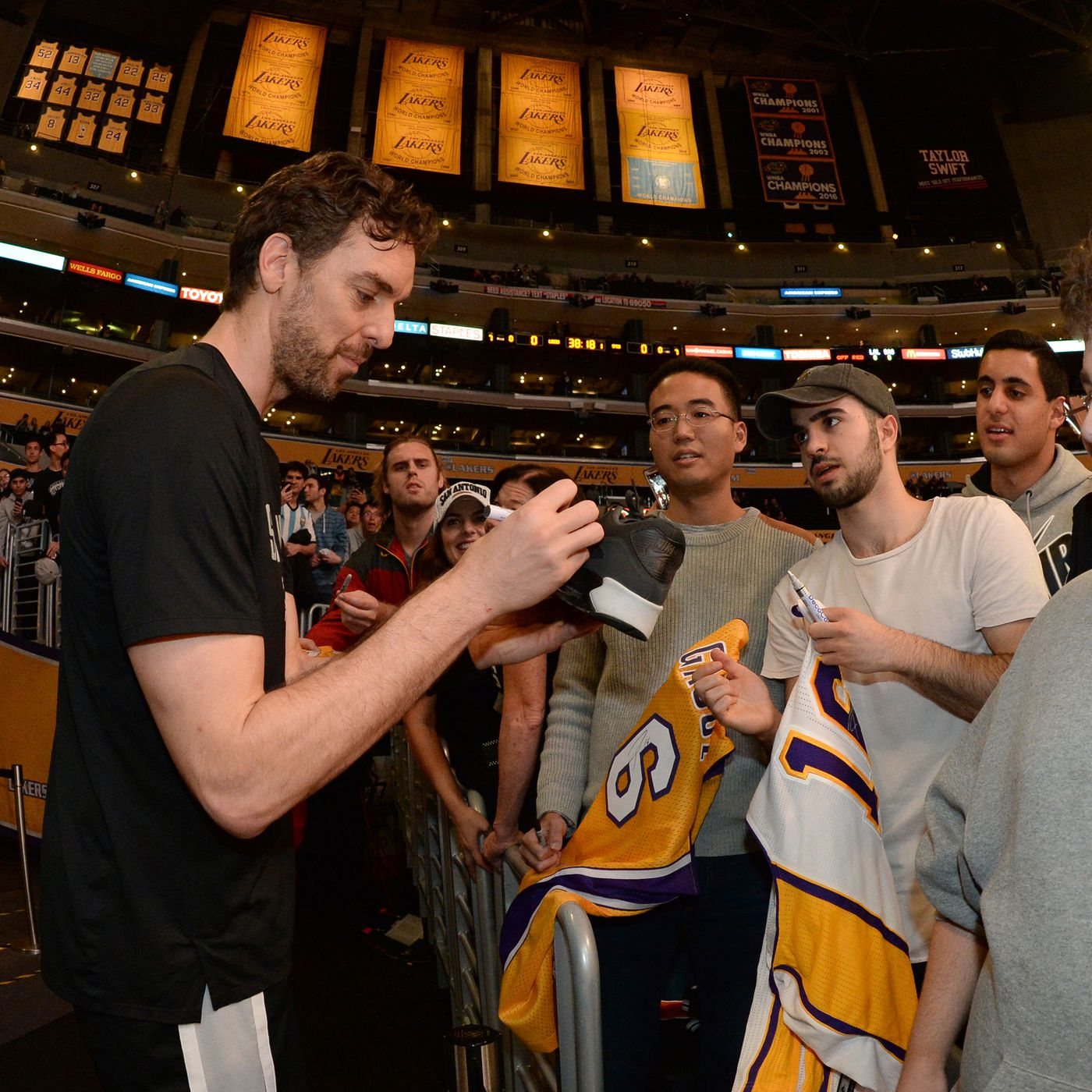 Lakers: Pau Gasol says it would be 'an honor' to have jersey hung ...