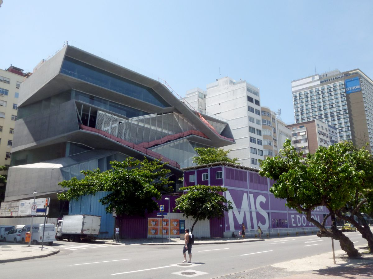 The exterior of the Rio de Janeiro Museum of Image and Sound. The building structure is geometric and consists of a mixture of glass and steel.