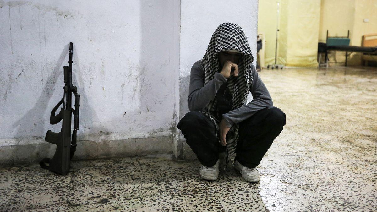 Syrian rebel mourns