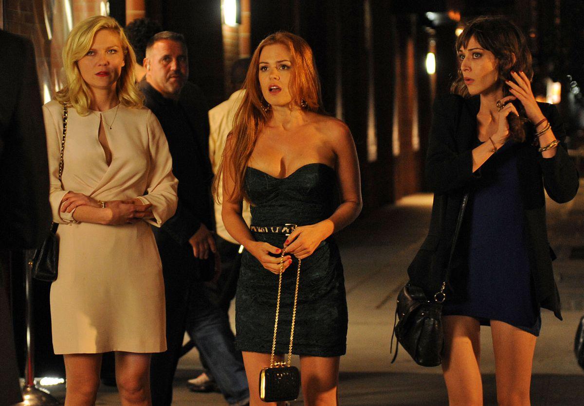 Kirsten Dunst, Isla Fisher, and Lizzy Caplan