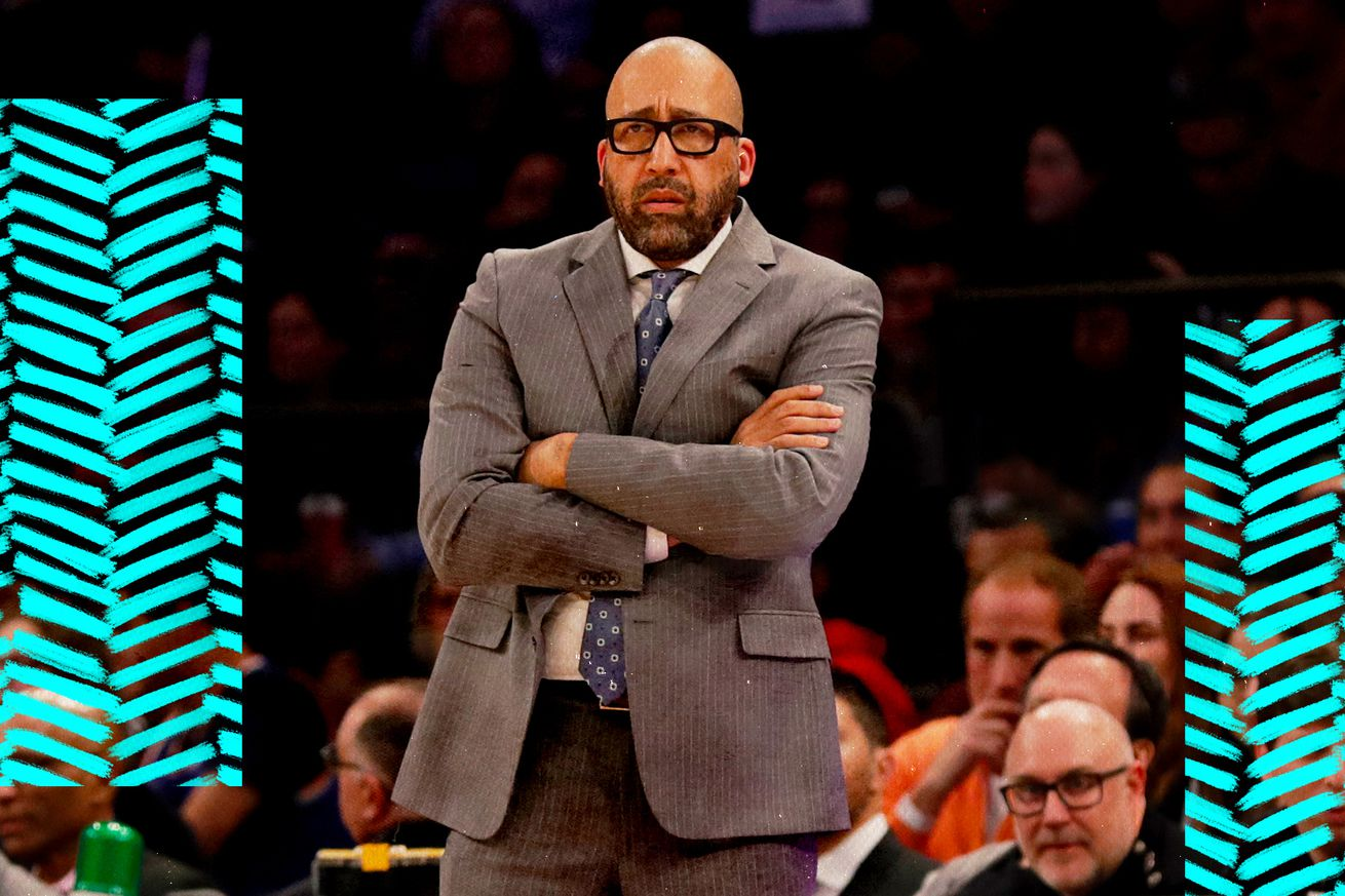 David Fizdale looks on at the Knicks from the sideline.
