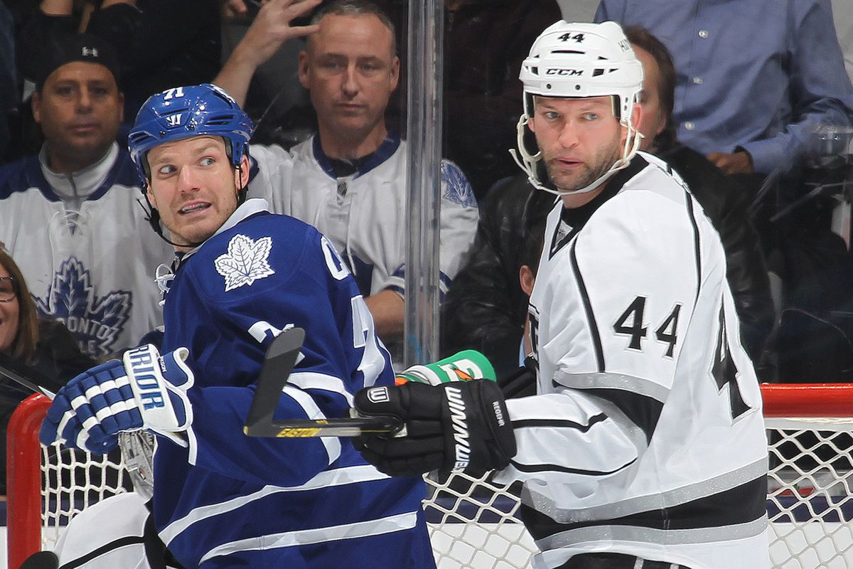 This is maybe my favorite photo ever. Try not to stare at Clarkson & Regehr's facial expressions, just TRY.