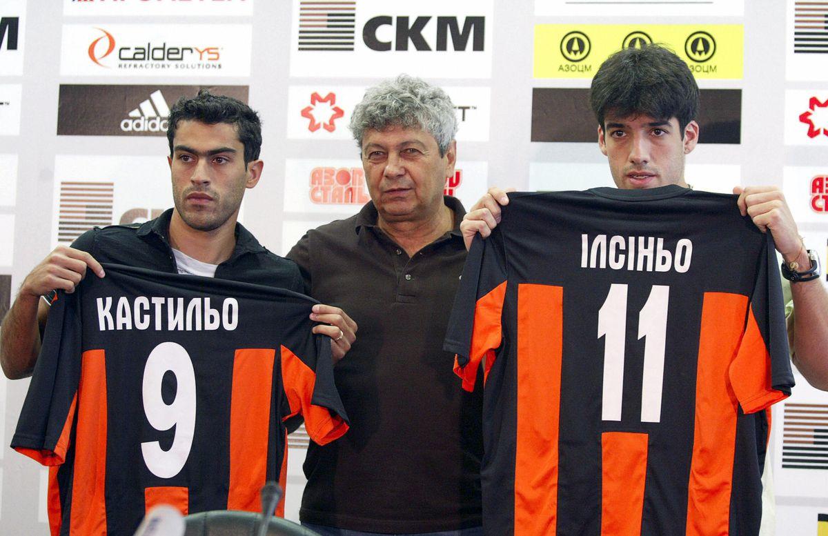 Mircea Luchescu (C), head coach of the f