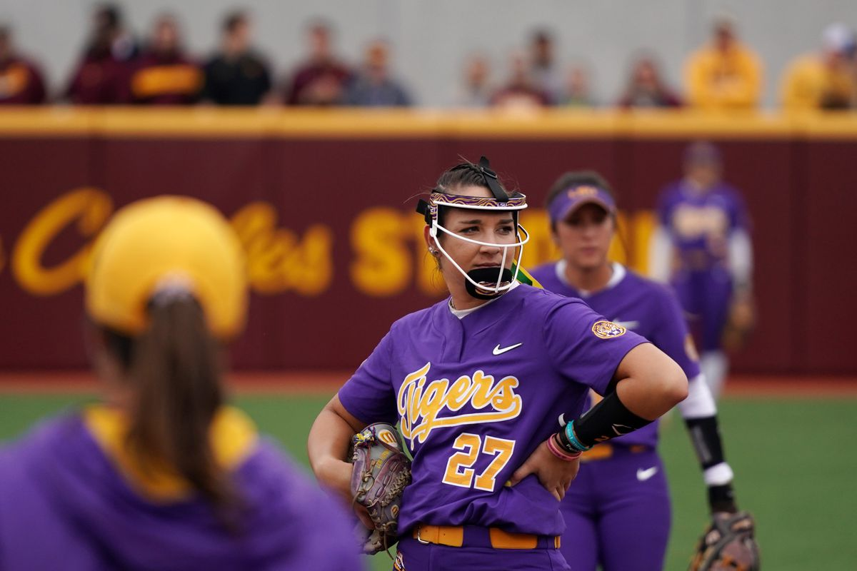 Minnesota Gophers open NCAA softball super regional with a victory over LSU.
