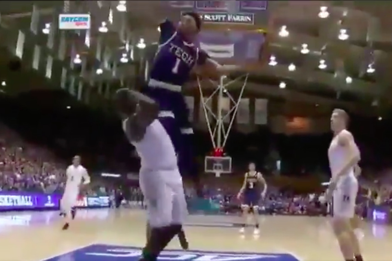 Screen Shot 2019 01 26 at 11.45.11 AM.0 - Zion Williamson actually got dunked on by Georgia Tech's James Banks III