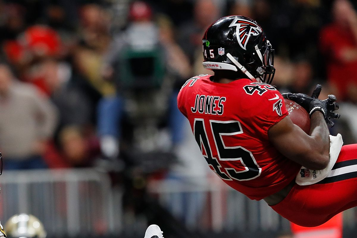 buy popular 54b94 7e297 Report: Deion Jones could sign contract extension today ...