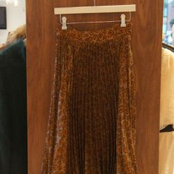 Tucker Pleated Skirt in Sap Stained<br />This accordion pleated silk skirt by Tucker is '70's inspired and still right on trend for spring! Gorgeous drape and mid-calf length.<br />Originally $460, marked down to $310, with 60% off $124