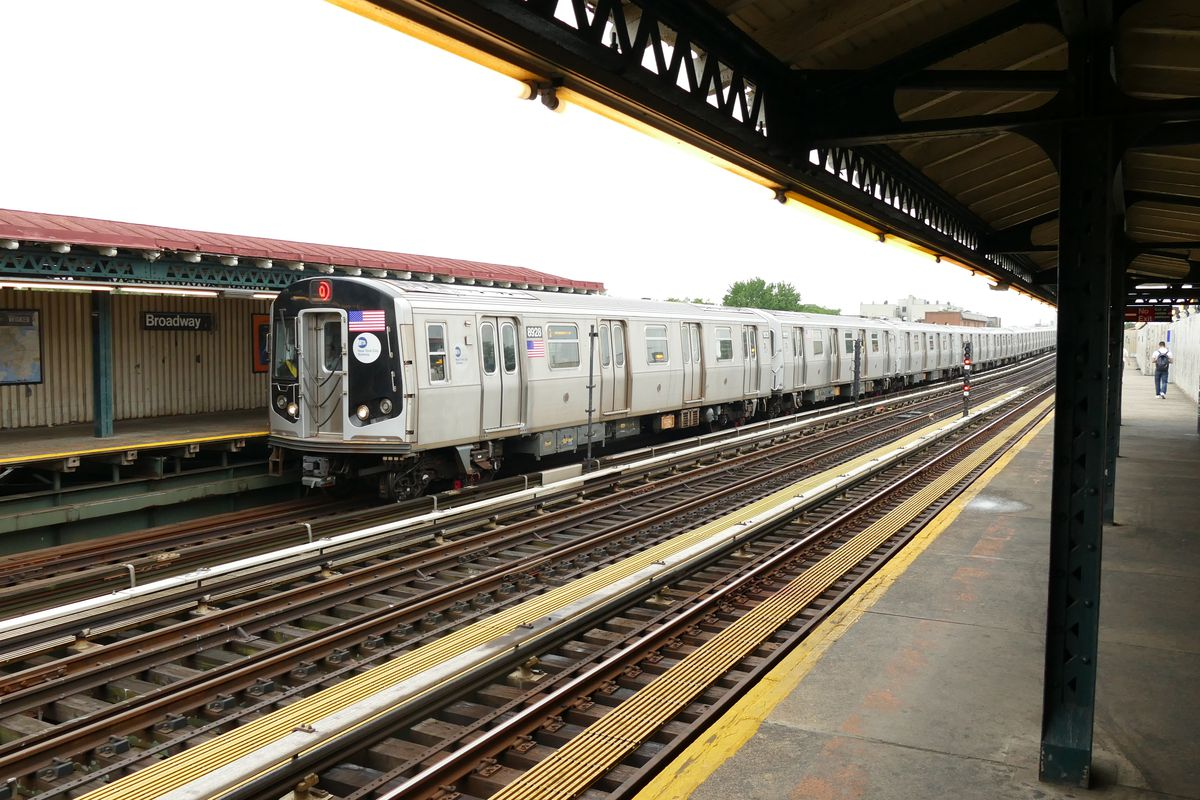 Subway signal problems cause chaos in Queens