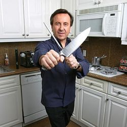 """DO NOT TOUCH THE STOVE. (<a href=""""http://www.nypost.com/p/news/opinion/books/knives_at_dawn_YA7pdj9v6byIF4IHFtWjJI"""" rel=""""nofollow"""">photo</a>)"""