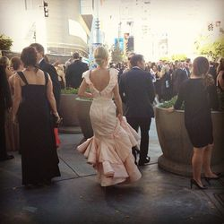 Although the line to get into the event is super-crazy, it's right next to the limo drop-off, so you get to see star looks before they hit the red carpet. There goes Julie Bowen.