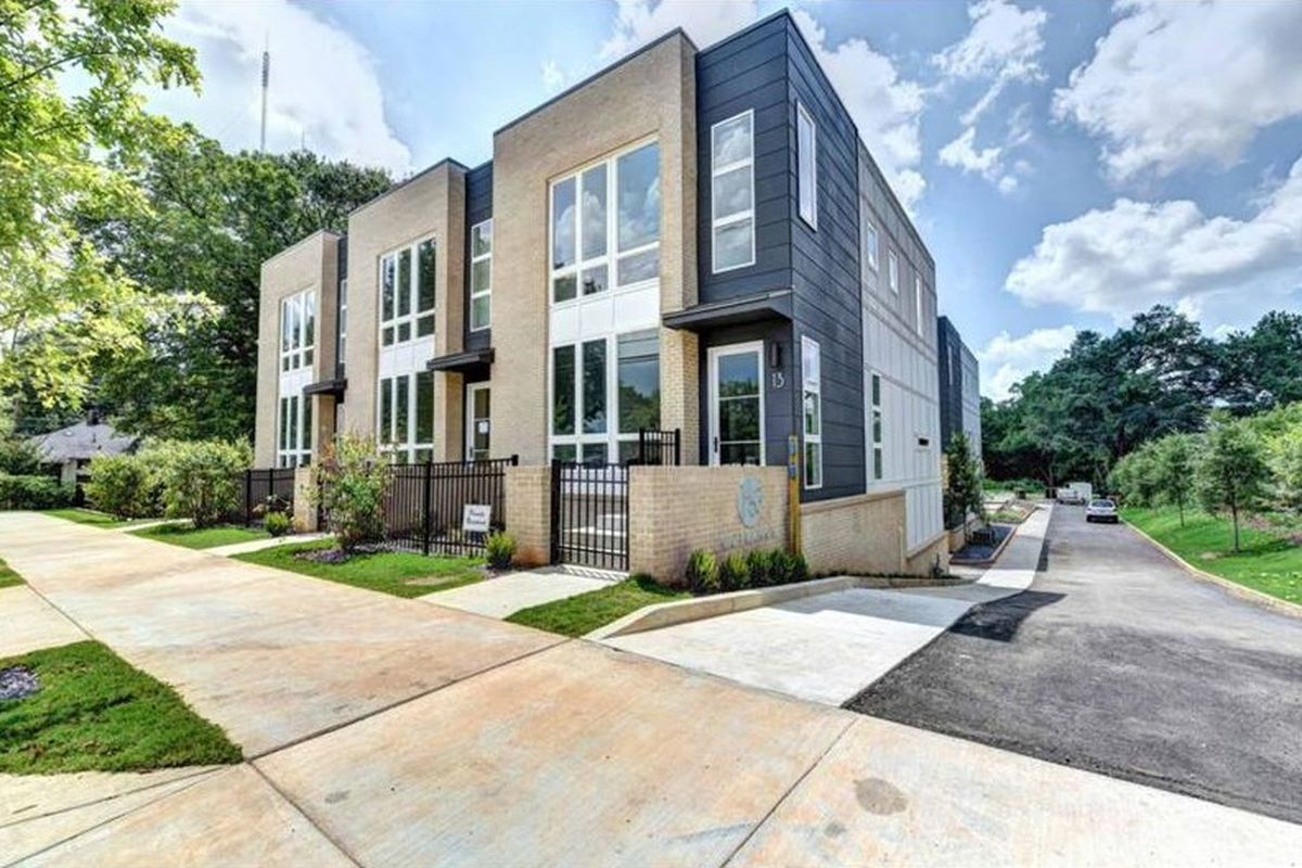 Facing edgewood marta station modern townhouse cluster for Modern townhouse design