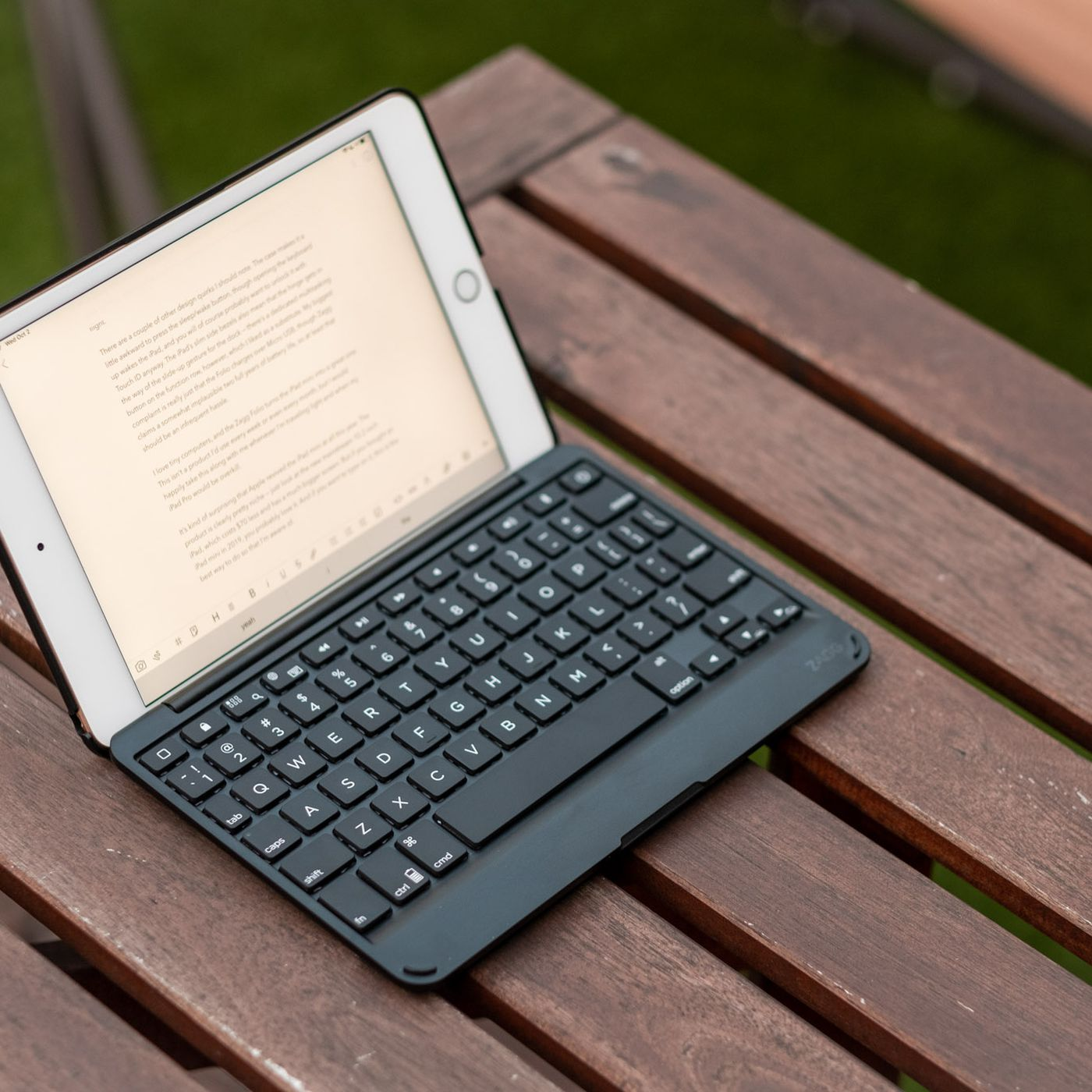 This Ipad Mini Keyboard Makes For A Surprisingly Great Tiny Laptop The Verge
