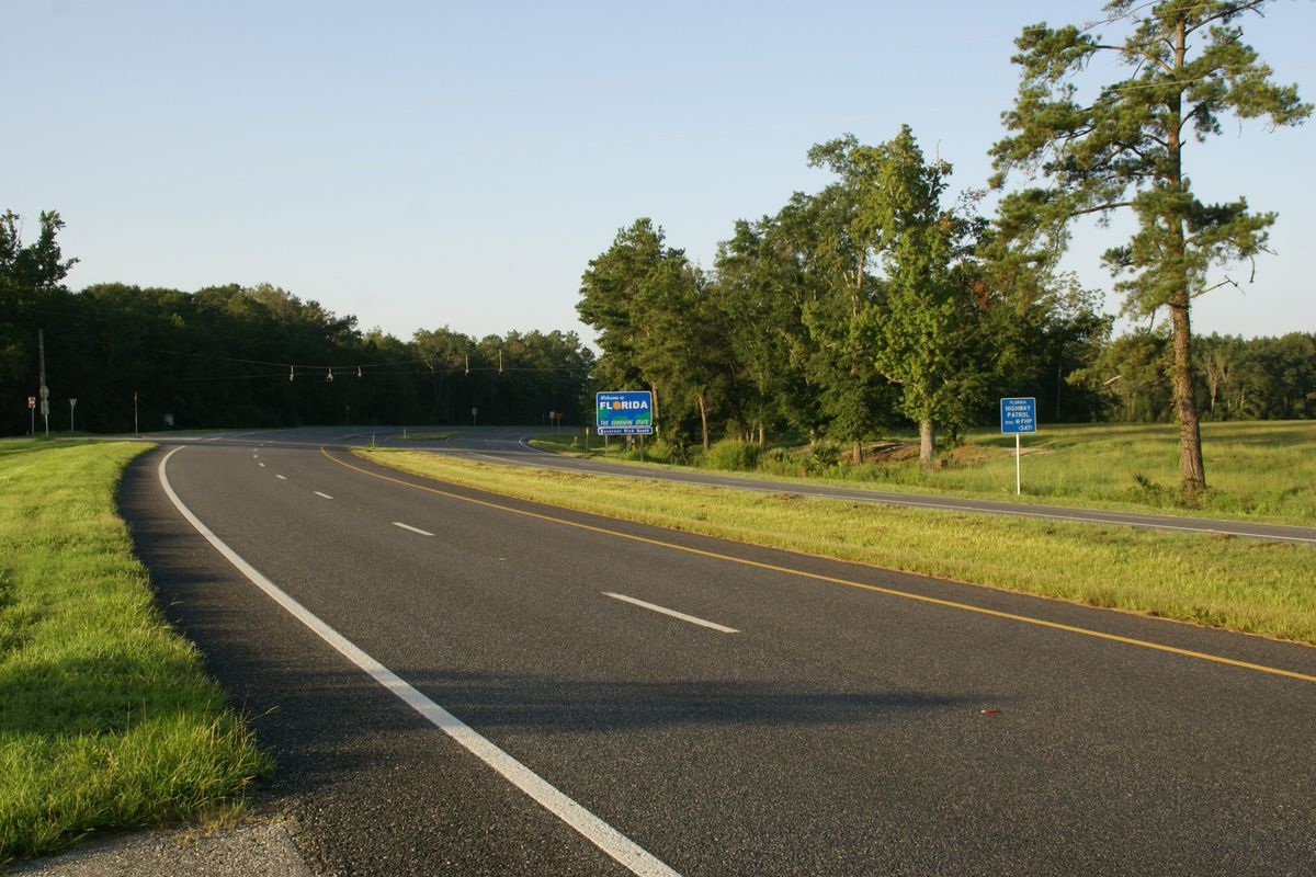 The Florida state line